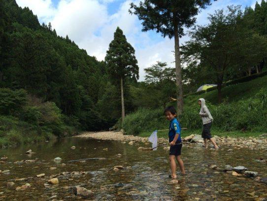 小川で遊ぼう!新田ふるさと村オートキャンプ場