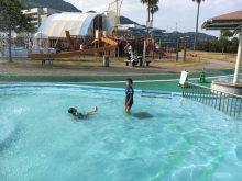 国営明石海峡公園のジャブジャブ池で水遊び