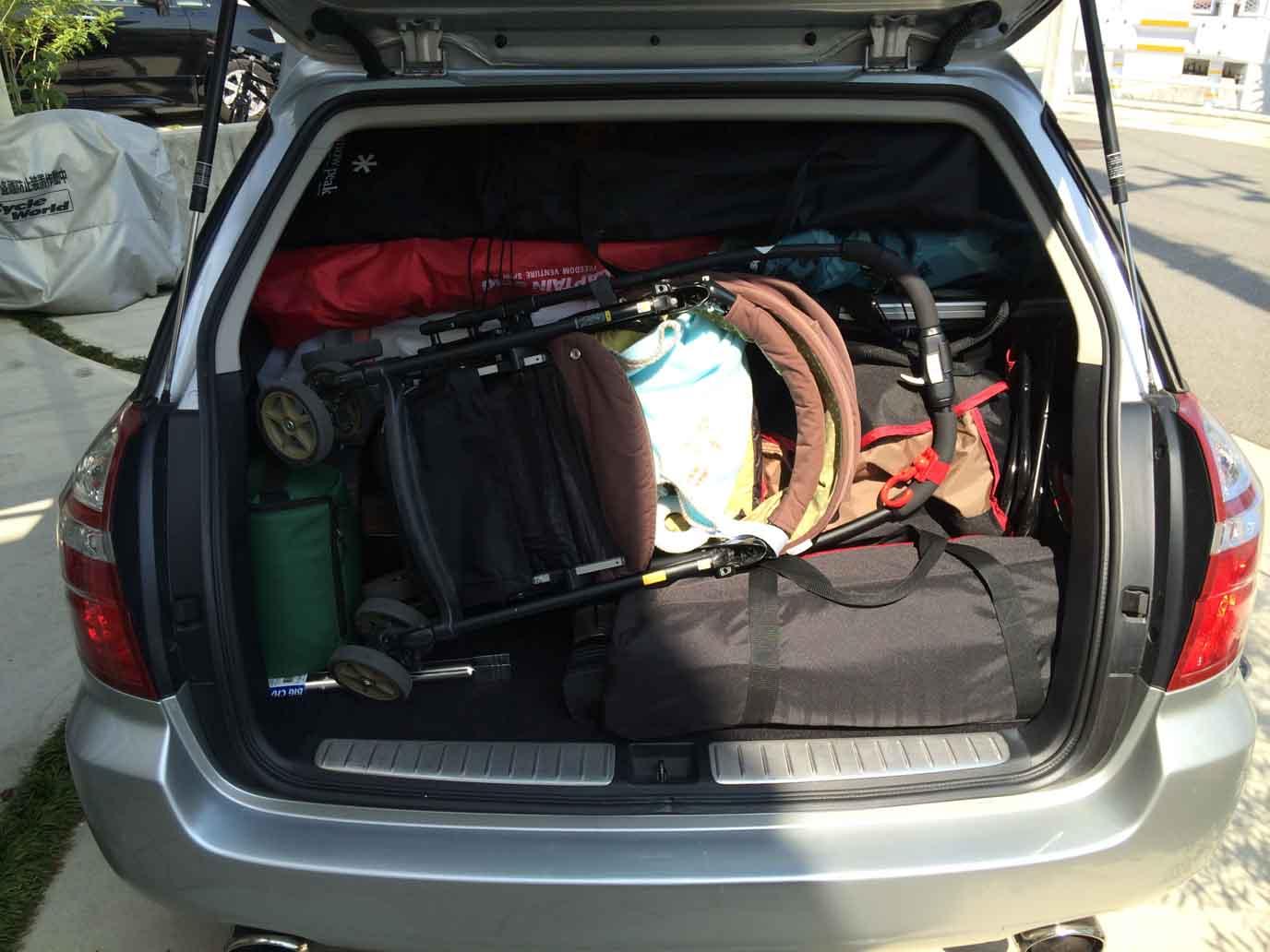 荷物でいっぱいの車