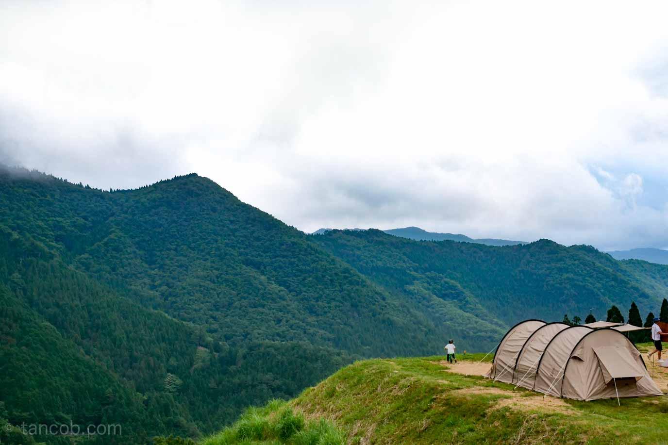 夏は高原キャンプ!若杉高原おおやキャンプ場で家族5人、森林浴。